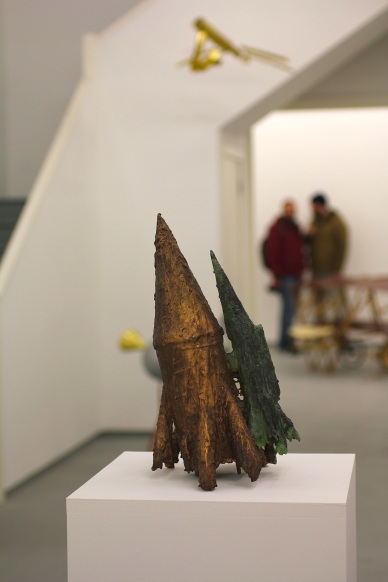 Two Projectiles, Patinated bronze, 2015 (Photo G Baldari)